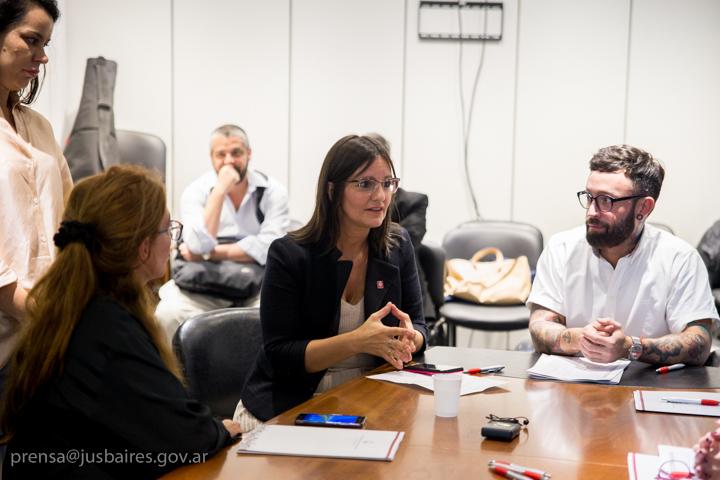 Reunión en el marco de la elaboración de un glosario jurídico que incluya términos de fácil comprensión para la ciudadanía.