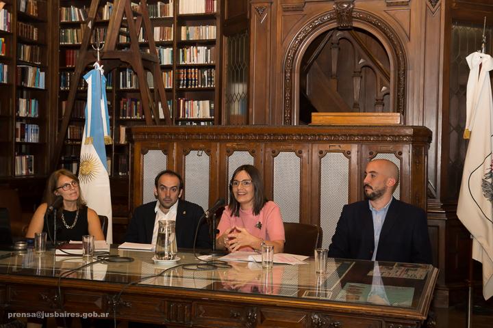 """Presentación del Proyecto """"Ley Simple"""""""